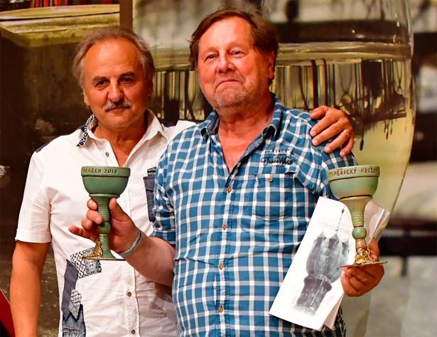 Popis: Hned dvě kategorie v soutěži vín vyhrál malovinař Bohuslav Schoř z Libkovic pod Řípem. Poháry převzal od starosty Litoměřic Ladislava Chlupáče.