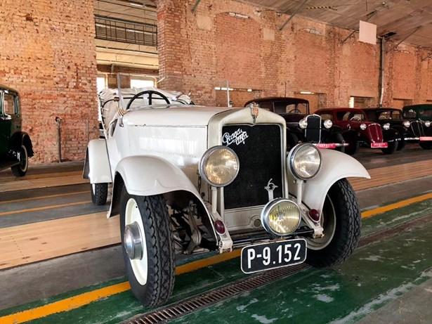 Popis: Psal se rok 1933 a tato Praga Alfa vyhrála legendární závod 1000 mil Československých.