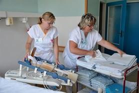 Vsetínská nemocnice nabízí zdarma sanitářský kurz