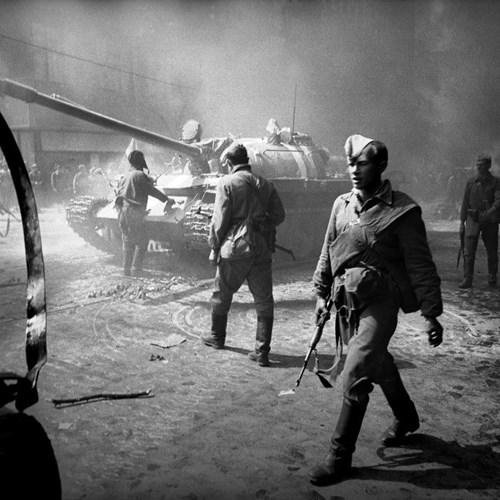 Výstava snímků známých českých fotografů v mázhauzu připomíná přelomové okamžiky československých dějin