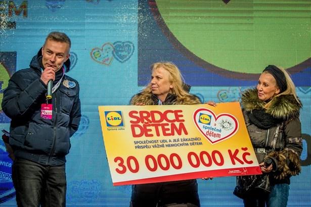 Popis: V loňském roce sbírka Srdce dětem přinesla nemocným dětem rekordních 30 milionů korun.