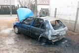 Soused zachránil dítě a seniora z hořícího auta
