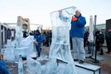 Komiksové hrdiny z ledu můžete vidět na střeše Galerie Harfa