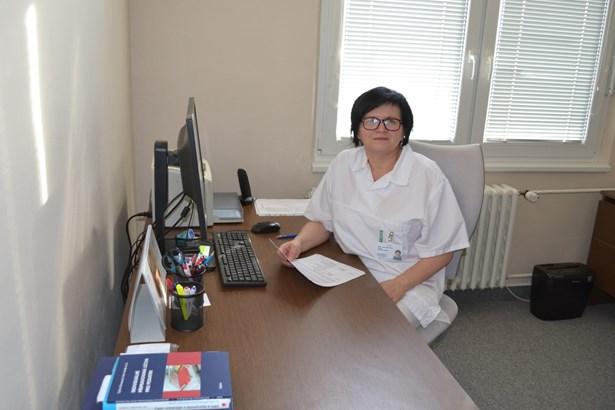 Popis: MUDr. Lenka Šigutová plánuje v nemocnici rozšířit nabídku dětského oddělení i o odbornou neonatologickou péči, tedy o péči o předčasně narozené děti.