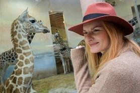 Mládě žirafy severní núbijské dostalo jméno Nela