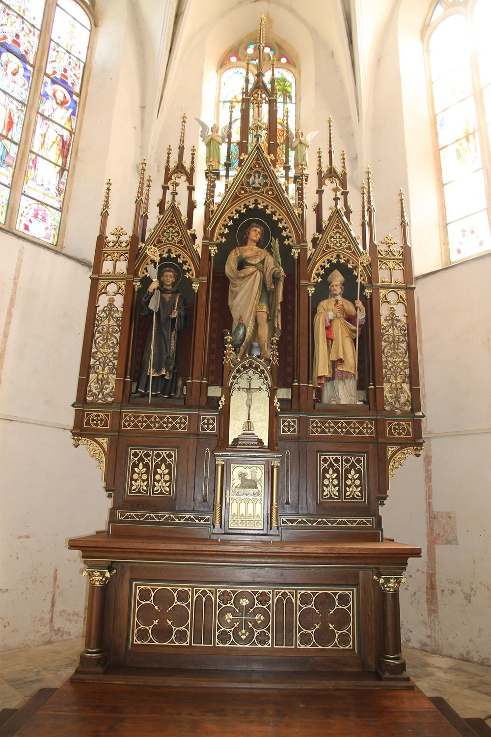 Popis: Oltář v kostele sv. Víta v Osečné po restaurování.