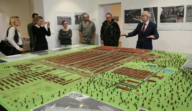 Popis: Model koncentračního tábora Osvětim I vznikl na základě unikátního programu digitalizované Osvětimi, který je v Centru studií genocid Terezín přístupný ve virtuální realitě.