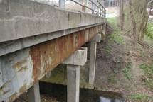 Během přestavby mostu u Pitína se bude jezdit po provizorní komunikaci