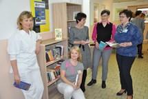 Na rehabilitaci otevřeli knihobudku, ve Vsetínské nemocnici již druhou