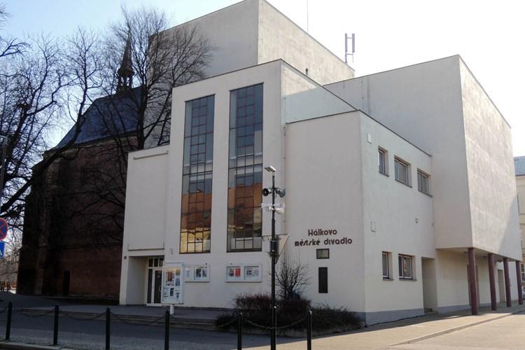 Hálkovo městské divadlo dostane plošinu pro imobilní osoby