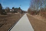 Nová stezka z komerční zóny slouží chodcům i cyklistům