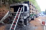 Na Bílé hořel polský kamion se dřevem