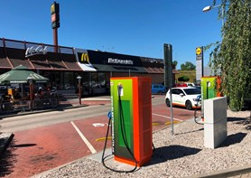 V Karlových Varech přibyly dvě nové rychlodobíjecí stanice pro elektromobily