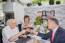 K úctyhodným 105. narozeninám popřál Františku Hamadovi hejtman Jiří Čunek