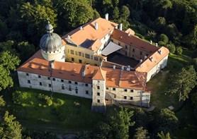 Mezinárodní dobrovolníci opět zabydlí hrad Grabštejn