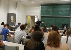 Univerzita nezahálí ani v létě. Do Hradce Králové míří stovky zahraničních studentů