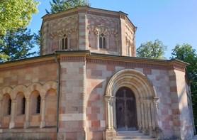 Méně známé, ale zajímavé místo kraje: Harrachovská hrobka v Horní Branné