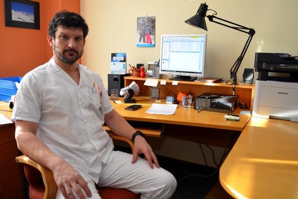 Popis: MUDr. Matúš Peteja, Ph.D. stojí v čele chirurgického oddělení Slezské nemocnice v Opavě od začátku roku. Intenzivně pracuje na rozvoji celého oddělení včetně zavádění nových operačních metod.
