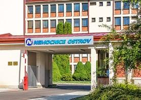 Studenti chtějí mít praxi v ostrovské nemocnici, je jich zde stále více