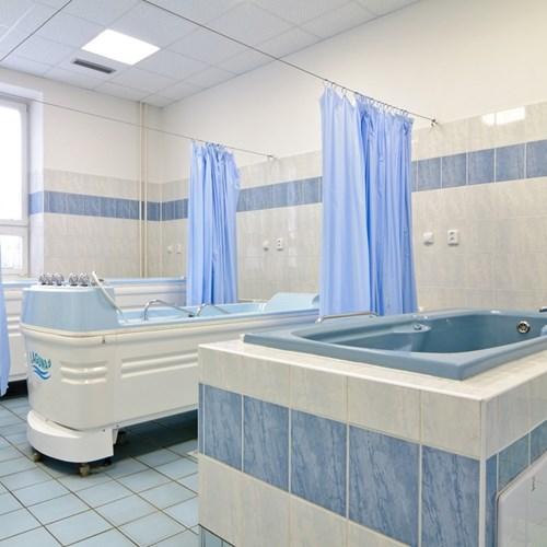 Rehabilitační oddělení Podhorské nemocnice nabízí cílený program před náhradou velkých kloubů
