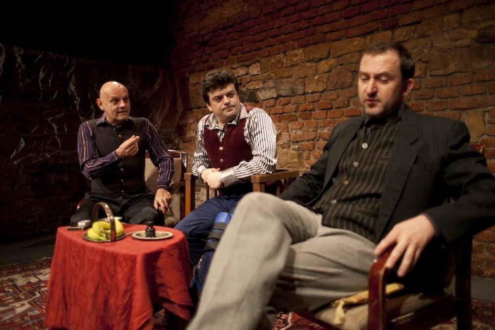 Popis: Lordi - Skandální salonní komedie o třech rozpustilých slovenských Lordech.