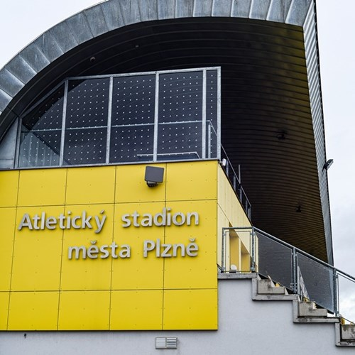 Nové zázemí na stadionu ve Skvrňanech už slouží veřejnosti