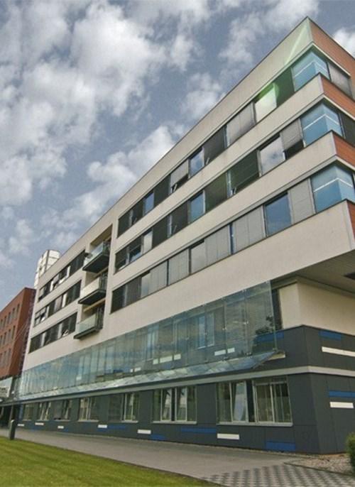 Ve Fakultní nemocnici Hradec Králové pomáhají personálu desítky studentů Lékařské fakulty UK v Hradci Králové