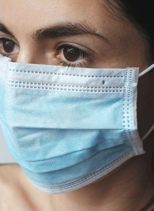 Jihomoravský kraj v neděli obdržel desetitisíce roušek a respirátorů pro sociální služby. Většina respirátorů je vyhrazena pro pracovníky v terénu