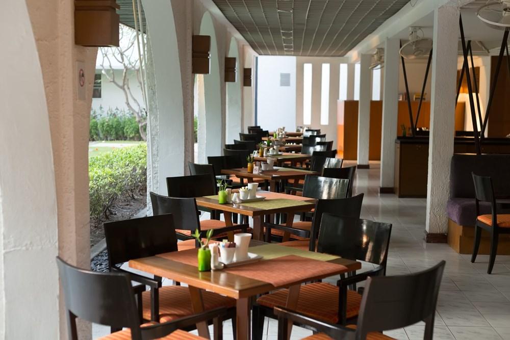 Popis: Restaurace osiřely, turistický ruch se zastavil. Ilustrační foto.
