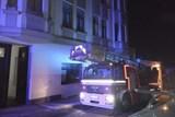 Hasiči zachránili z hořícího bytu dvě osoby