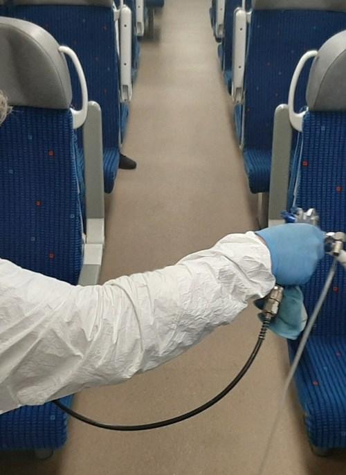 Moravskoslezský kraj zkouší ničit viry a bakterie ve vybraných vlacích speciálními nanonástřiky