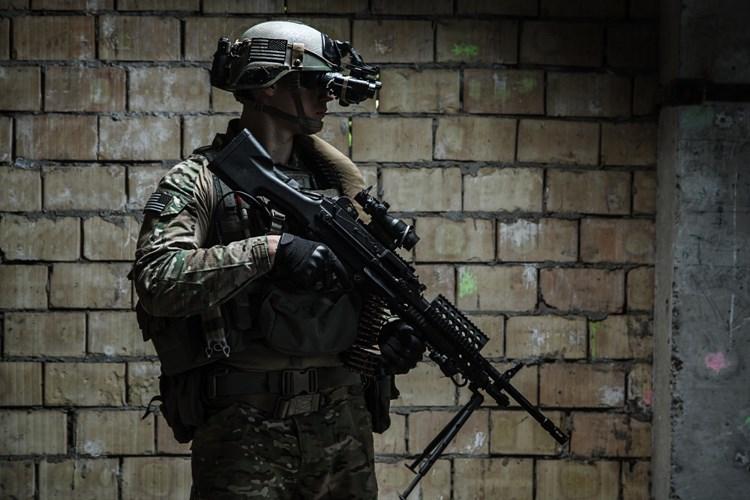 Další americký voják připravil ženu o úspory