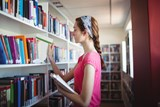 Darujte novou knihu a podpořte knihovnu
