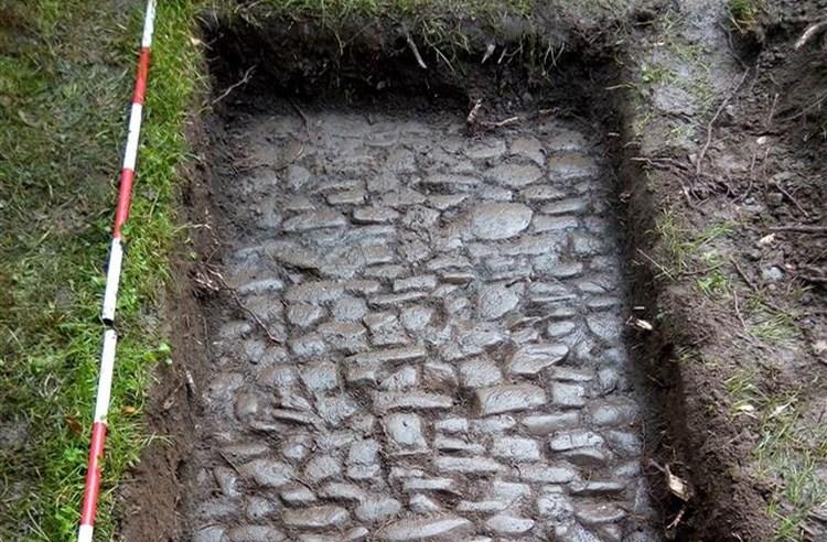 Náměstí ve Valašském Meziříčí odhalilo 300 let starou dlažbu