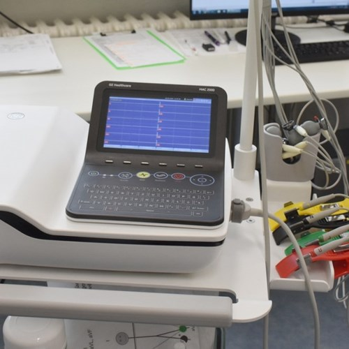 Oddělení následné péče Vsetínské nemocnice má nové moderní EKG, defibrilátor i odsávačky