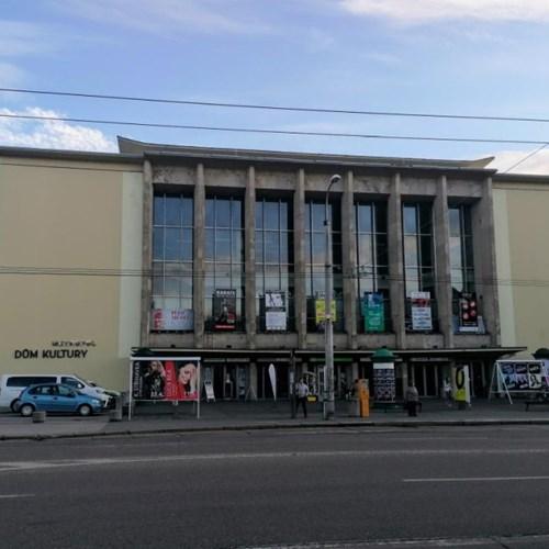 Zastávky MHD na Senovážném náměstí a jejich okolí se vylepší