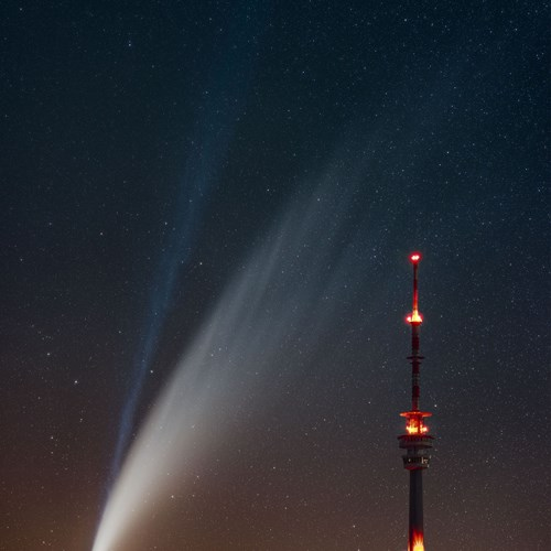 Titul Česká astrofotografie měsíce za červenec 2020 získal snímek Velká kometa roku 2020