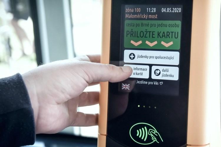 Za první měsíc si lidé ve vozech DPMB ´pípnutím´ koupili 205 tisíc jízdenek