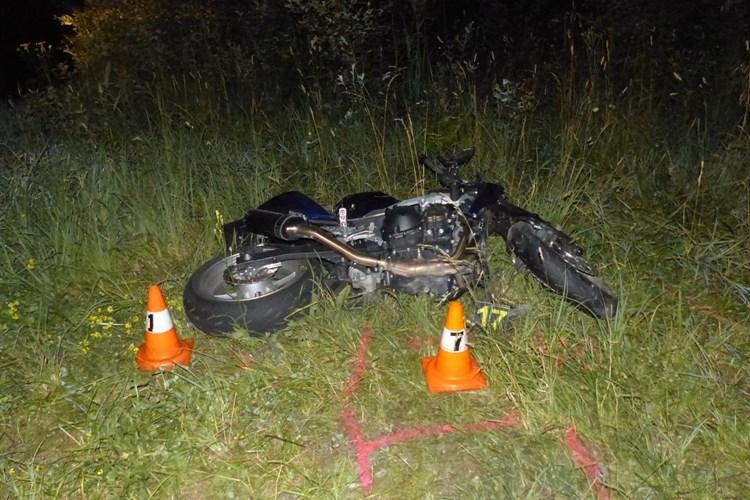 Cestou na Červenohorské sedlo havaroval v pátek večer motorkář