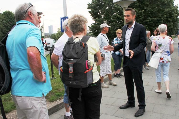 Olomoucký kraj kvůli covidu-19 odloží poznávací zájezdy seniorů. Pomůže jim jinak
