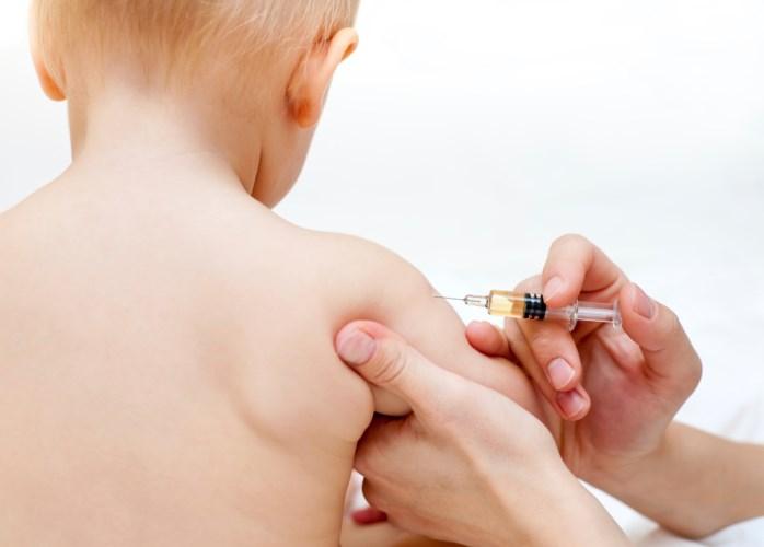Meningokok útočí náhle a zákeřně. Nejohroženější děti do dvou let mají nárok na očkování zdarma
