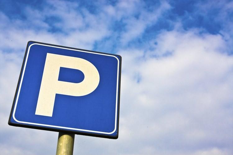 Placení za parkování na náměstí v Uničově se odkládá