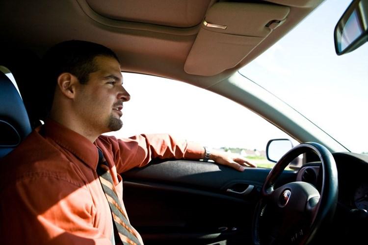 Během listopadu a prosince skončí desetiletá platnost řidičského průkazu ještě 144 tisícům motoristů