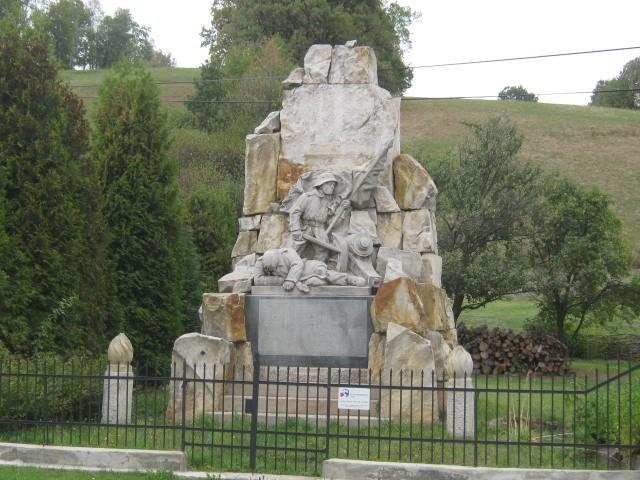 Pomník obětem 1.světové války v Janově po rekonstrukci.