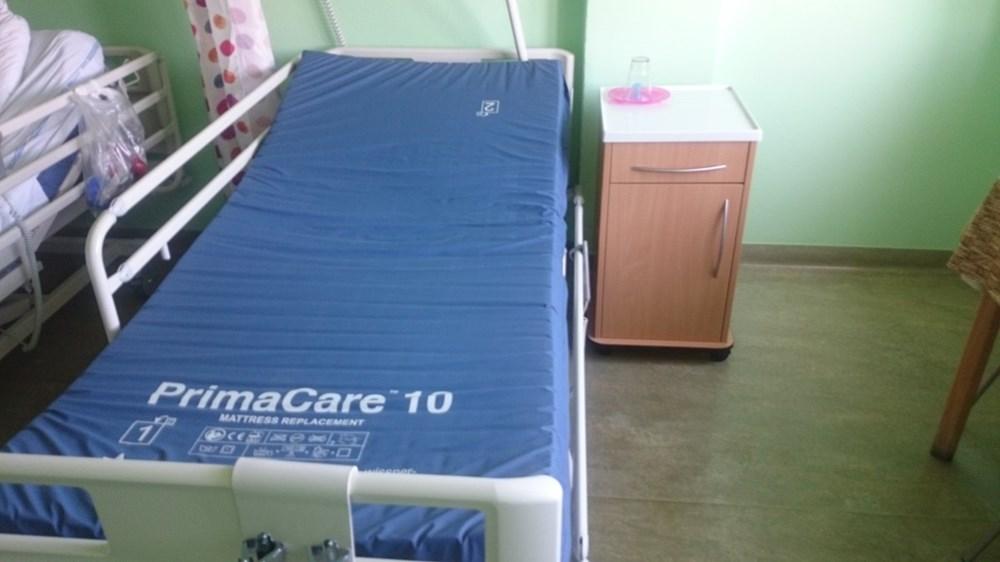Popis: Bezpečí pro ortopedické pacienty po operaci v Nemocnici Havlíčkův Brod zajišťují nová moderní lůžka.