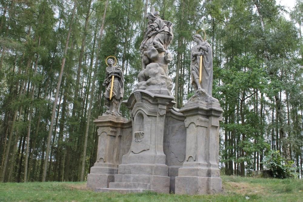Popis: Restaurování Sousoší Tří svatých nad Osečnou dokončeno.