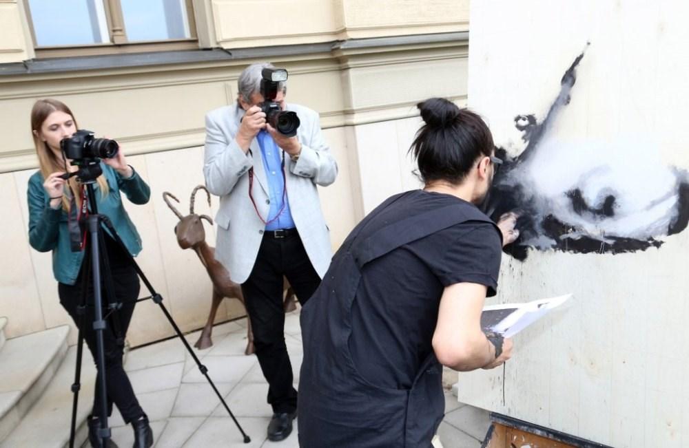 Španělský umělec Emilio Fornieles zahájil v pražském hotelu Le Palais Výstavu Just Fornieles.
