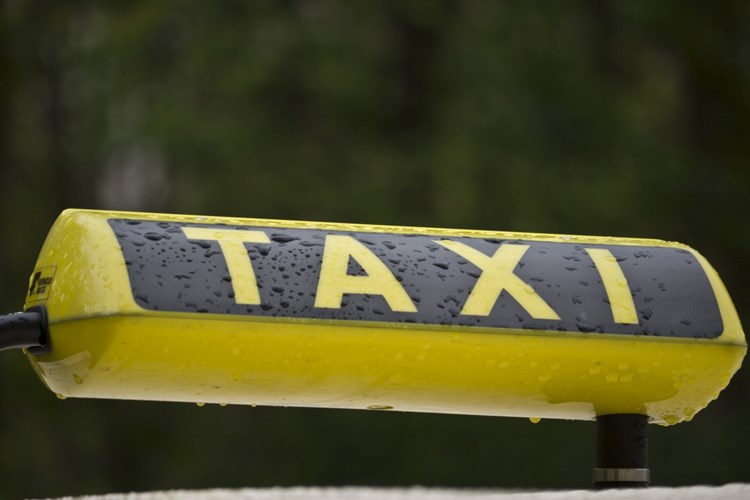 Nový Jičín rozšířil síť zastávek baby a senior taxi a zrušil poplatek za průkaz