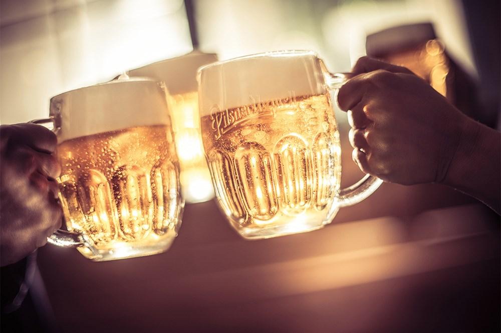 Nejvíc se Češi po rozvolnění těší do hospody  na pivo s přáteli