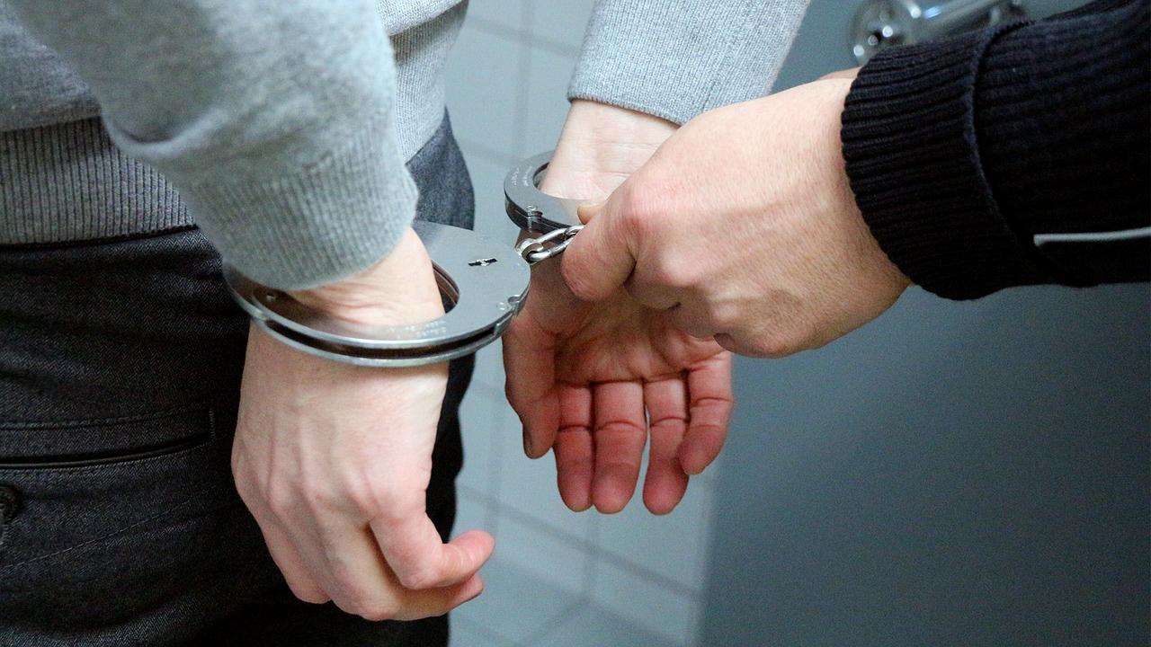 """""""Koloběžkář"""" se snažil uplatit policisty"""